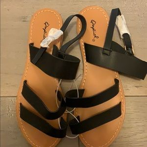 New with tags ladies sandals by Qupid size 6.5